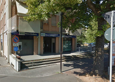 Rapina banca da 28mila euro: dipendenti chiusi in bagno