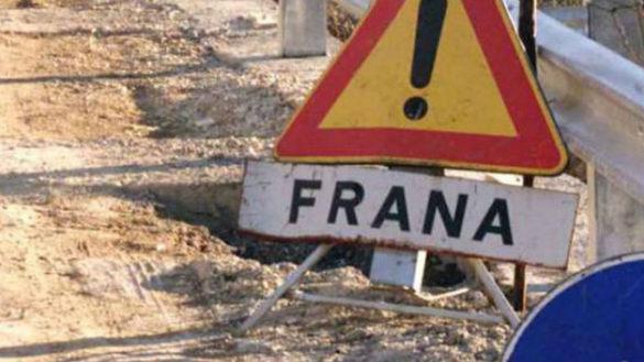 Strada chiusa tra Varsi e Bardi a causa di una grossa frana