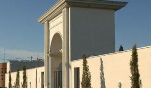 1439636250237.jpg--cimitero_apre_in_ritardo__disagi_a_valera