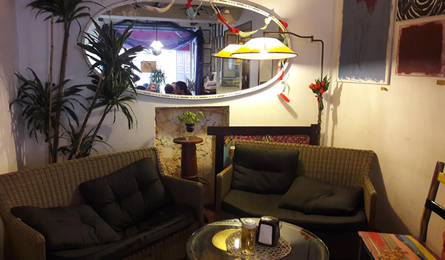 Dulcamara: tra spianate e cocktail, ristoro e cultura in Oltretorrente