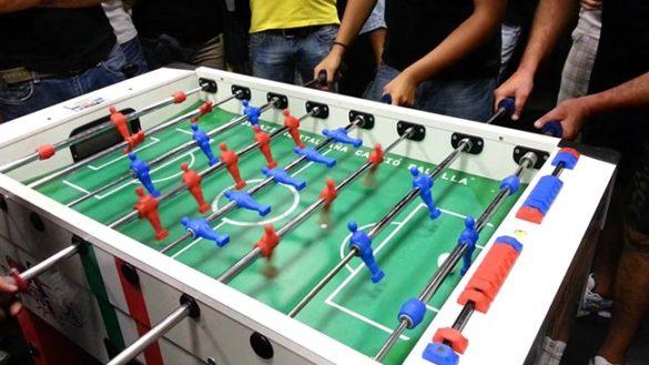 In piazza Garibaldi torna il torneo di calciobalilla