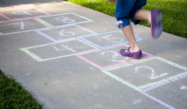 Giochi di cortile, riportiamo i bambini all'aria aperta