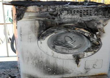 Lavatrice va a fuoco. Famiglia salvata dai Vigili del Fuoco