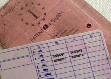 In giro con la patente falsa: nei guai un 32enne