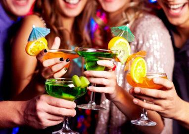 Alcol, aumenta il consumo di aperitivi e bevande fuori pasto