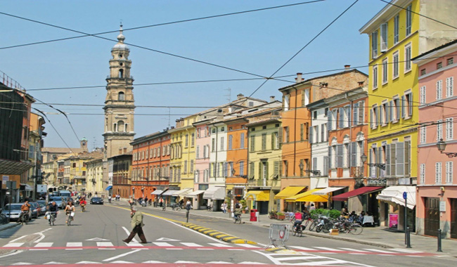 Crolla tetto in via Repubblica, paura in città