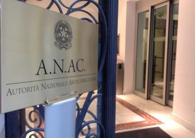 """Pizzarotti fa dietrofront: """"Ha ragione Anac, rischiamo causa milionaria"""""""