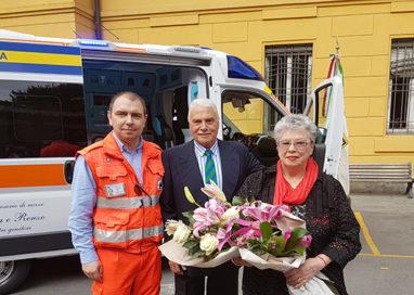 Una coppia di parmigiani dona un'ambulanza alla Pubblica
