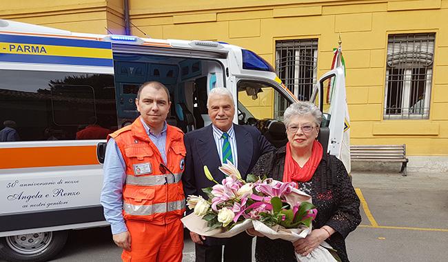 Matrimonio In Ambulanza : Una coppia di parmigiani dona un ambulanza alla pubblica