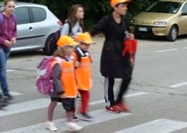 C'è il Giro: niente vigili a controllare l'uscita da scuola dei bambini