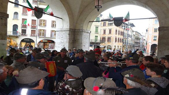 Raduno alpini di Treviso, i ladri visitano l'accampamento dei parmigiani