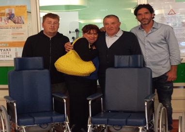 Pronto soccorso, donate quattro sedie a rotelle