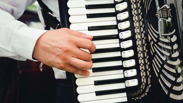 Sparita la fisarmonica di Giovanni, lo storico musicista del centro