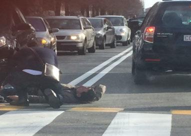 Incidente tra auto e scooter in via Fleming