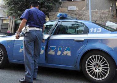 Via Tanara, conducente di furgone accoltellato da pedone