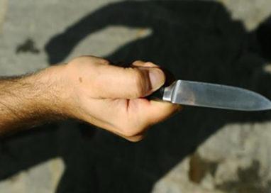 Paura in via Duca Alessandro: minaccia la vicina con un coltello