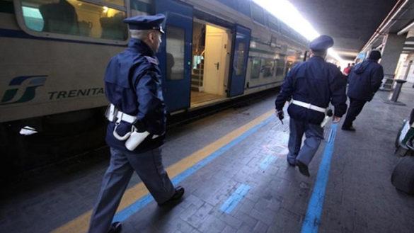Rapina sul treno e minacce col coltello: tre arresti