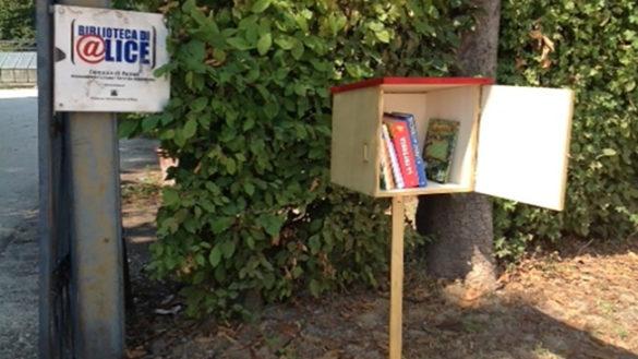 I libri abitano il parco: torna il bookcrossing al Giardino Ducale