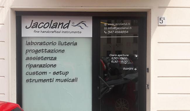 Jacoland: l'atelier della musica dove il legno diventa suono