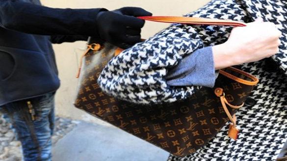 Rapine e scippi a danno di donne: tre arresti