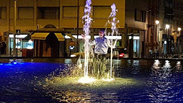 """Pizzarotti e il bagno in fontana: """"Promesso in campagna elettorale"""""""