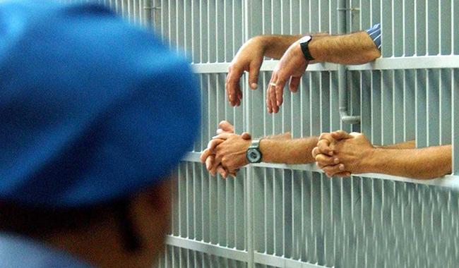 Via Burla: detenuto aggredisce agente penitenziario