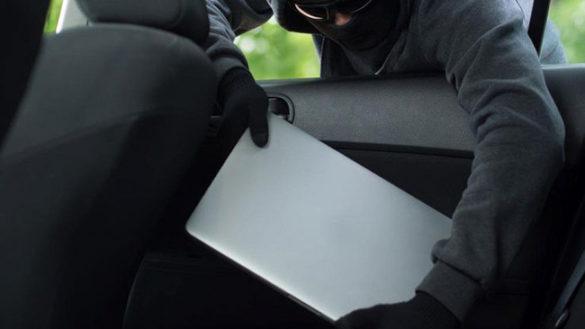 Ruba un tablet con la tesi di laurea: 21enne arrestato