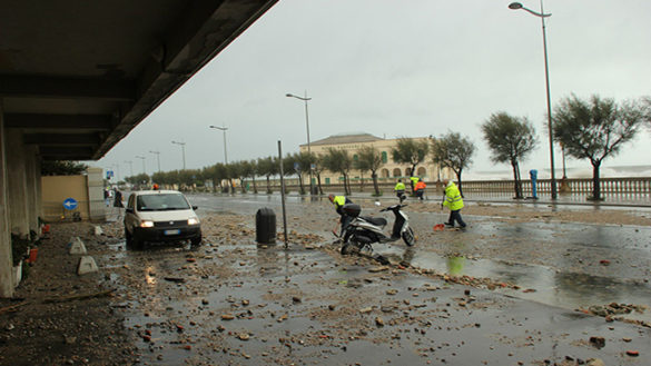 Maltempo: da Parma a Livorno per rimuovere il fango