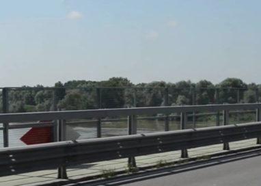 """Ponte sul Po chiuso. Lanciata ipotesi di una """"navetta sul Po"""""""