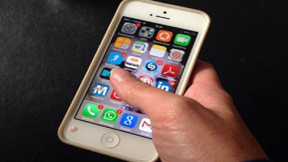 Cellulare rubato passa di mano, quattro denunce nel Parmense