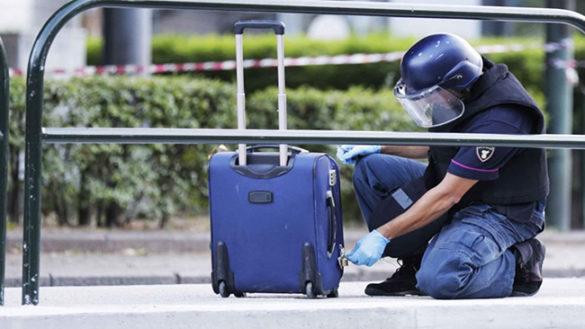 Valigia dimenticata in via D'Azeglio: scatta l'allarme bomba