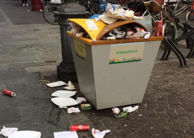 Il cestino in via Cavour alle ore 16 di un sabato pomeriggio…