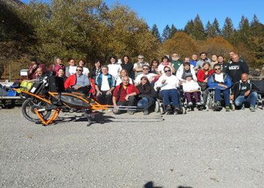 Sfidare la montagna malgrado la disabilità, è possibile con la carrozzina Joelette