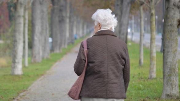 Via Toscana, anziana aggredita e scippata nel cortile di casa