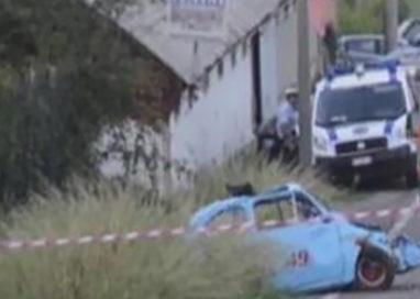 Incidente, auto contro un palo: un morto e un ferito