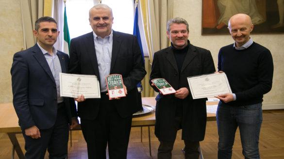 """""""Bottega Storica"""". Consegnate due nuove targhe a negozi di Parma"""