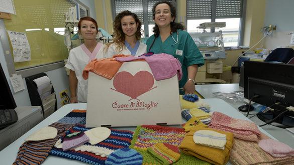 """Donazione dell'Associazione """"Cuore di maglia"""" all'Ospedale di Vaio"""