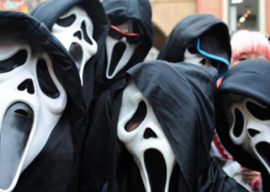 La nuova moda di Halloween: l'aggressione in maschera