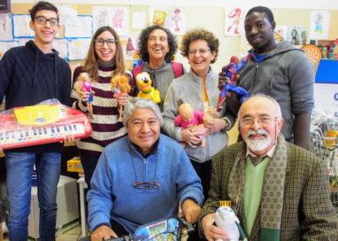 A ogni bambino un dono grazie ai volontari di Emporio