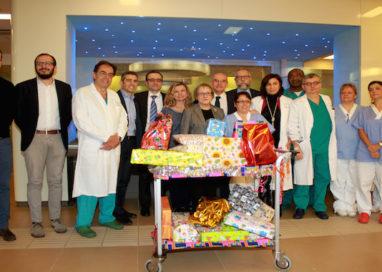 Santa Lucia è arrivata all'Ospedale dei Bambini