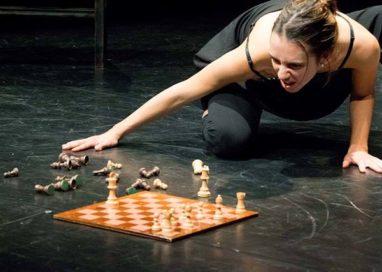 """La Recensione Teatrale della Settimana – """"Guerriera"""" al Teatro Europa"""