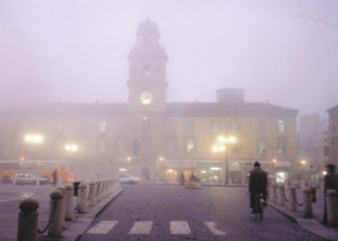 Parma, giorni di Natale sotto la nebbia