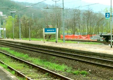 Berceto, treno resta bloccato in stazione per 9 ore causa neve