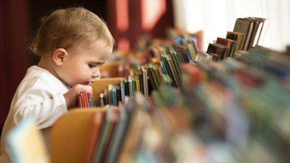 Leggere storie ai bambini aiuta. Dieci buoni motivi per farlo