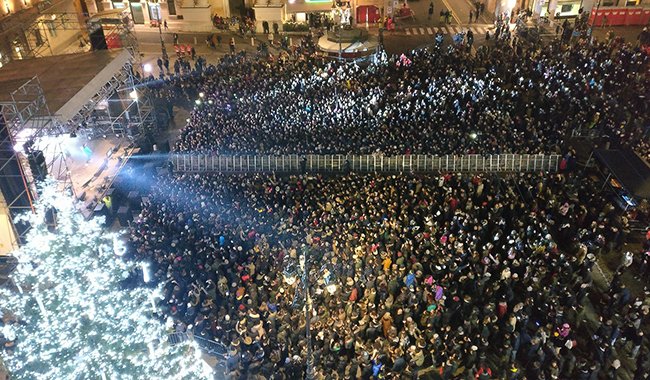 """""""5.300 persone dato errato. In piazza circa 8.000 parmigiani"""""""
