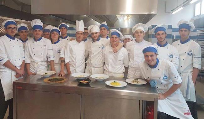 #erschooloffood. Studenti diventano chef contro il cyberbullismo