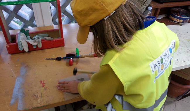 Riscoprire la manualità, l'importanza dei laboratori per i bambini