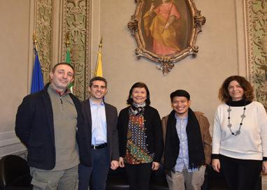 Differenziata, Parma fa scuola. Delegazione asiatica in Municipio