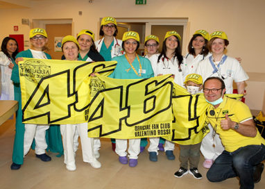 Il Fan Club Valentino Rossi porta una ventata di allegria all'Ospedale dei Bambini