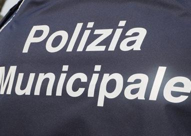Montecchio, agente fuori servizio a passeggio col figlio ferma un ladro